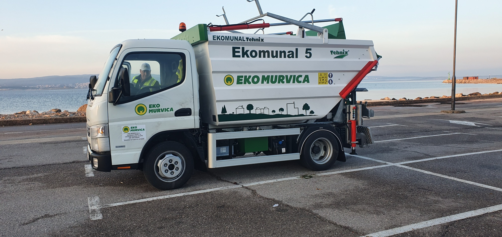 Delivery of municipal vehicle EKOMUNAL 5 m3