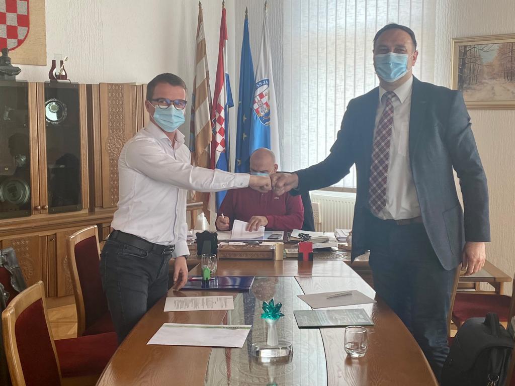 Potpis ugovora o isporuci komunalnog vozila za Čistoća Županja d.o.o.
